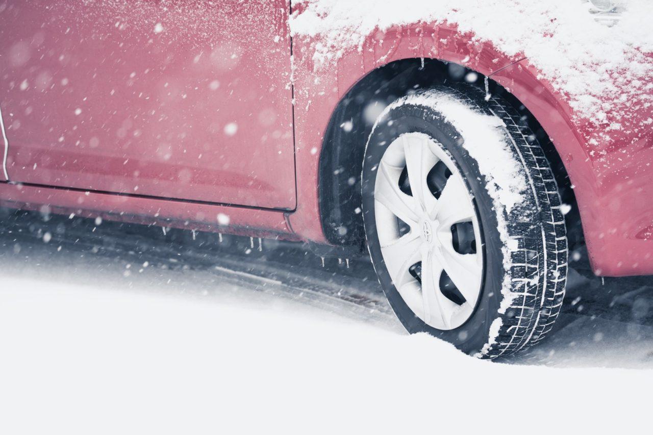 新型アルトの雪道走行は4WDじゃないと滑りやすい?滑りにくい走り方のコツはあるの?