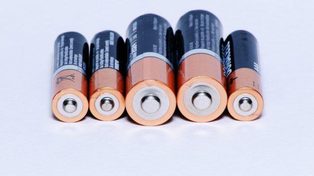 新型スイフトのバッテリー交換方法は?時期はいつ?値段(費用)はいくら?
