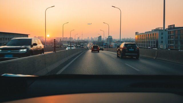 新型ジムニーシエラの長距離ドライブは快適? 長時間、高速道路を運転していても疲れない?