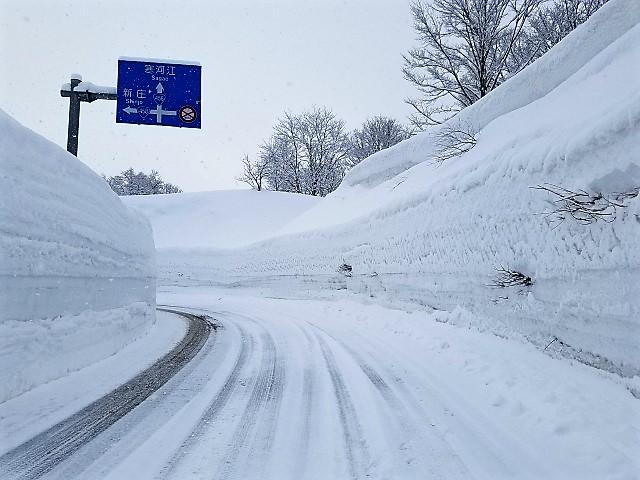 新型アルトワークスの雪道走行は滑るって本当?滑りにくい走り方のコツはあるの?