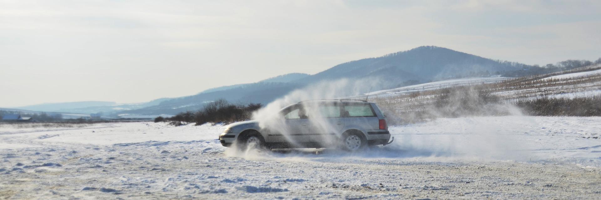 新型スイフトスポーツの雪道走行は滑るって本当?滑りにくい走り方のコツはあるの?