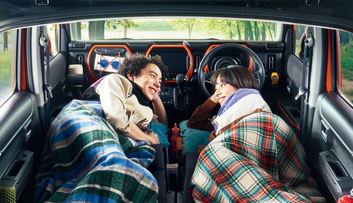 新型ハスラーで初めての車中泊!おすすめのグッズは?マットで段差をなくして快適に眠りたい。